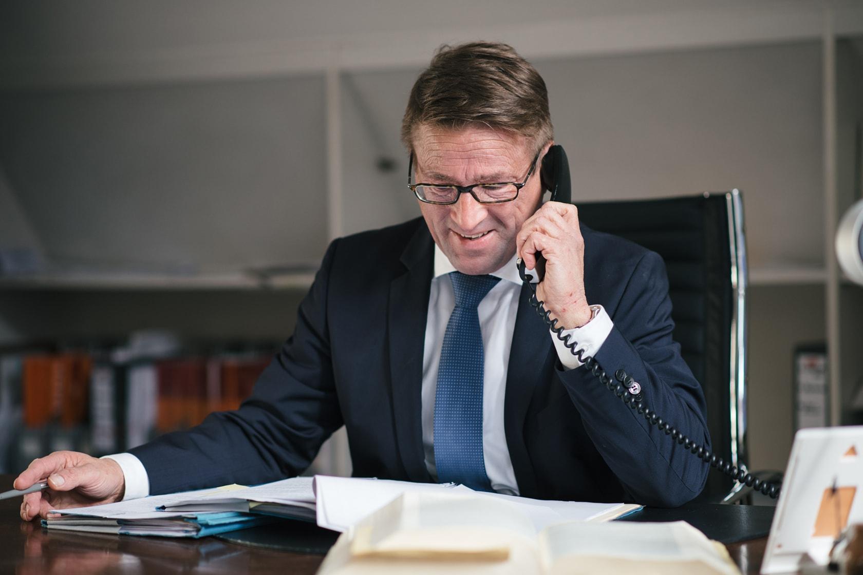 Michael Abraham ist Rechtsanwalt, Notar und Fachanwalt für Familienrecht und für Miet- und Wohnungseigentumsrecht